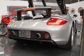 Video: Porsche Carrera GT engine sound start-up, idle and rev