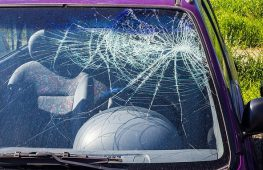 Causes for Car Windscreen Cracks and Chips